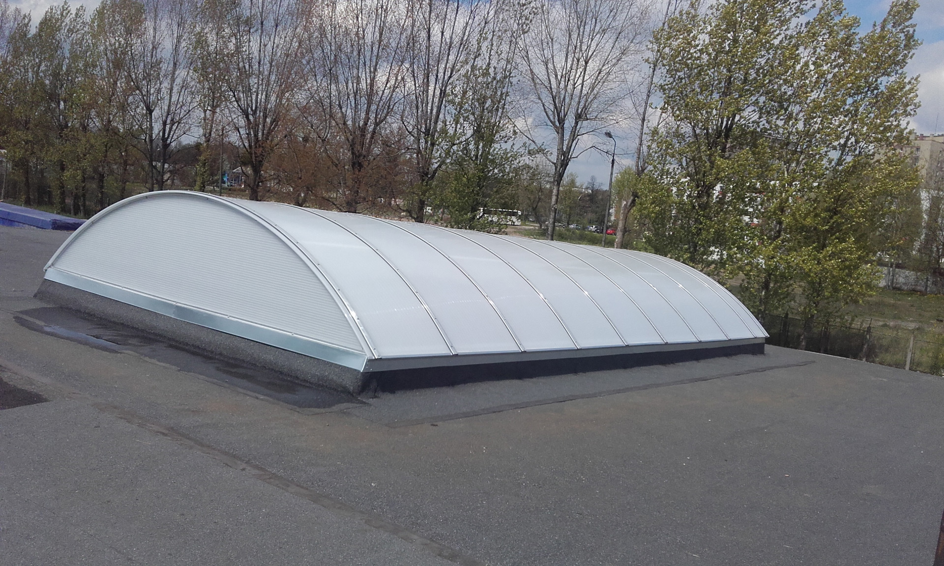 Świetliki dachowe kopułkowe
